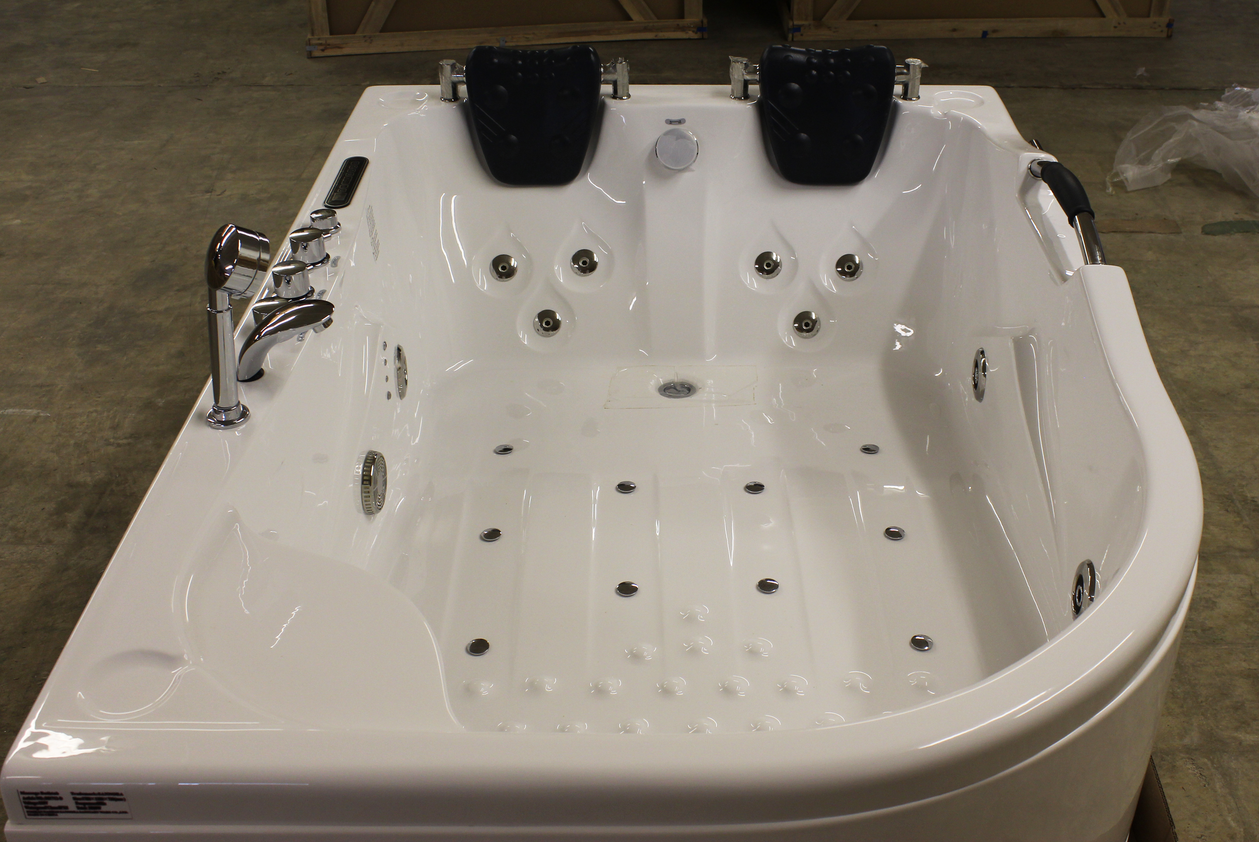 Deluxe Computerized Whirlpool Jacuzzi Hot Tub M1712 Air