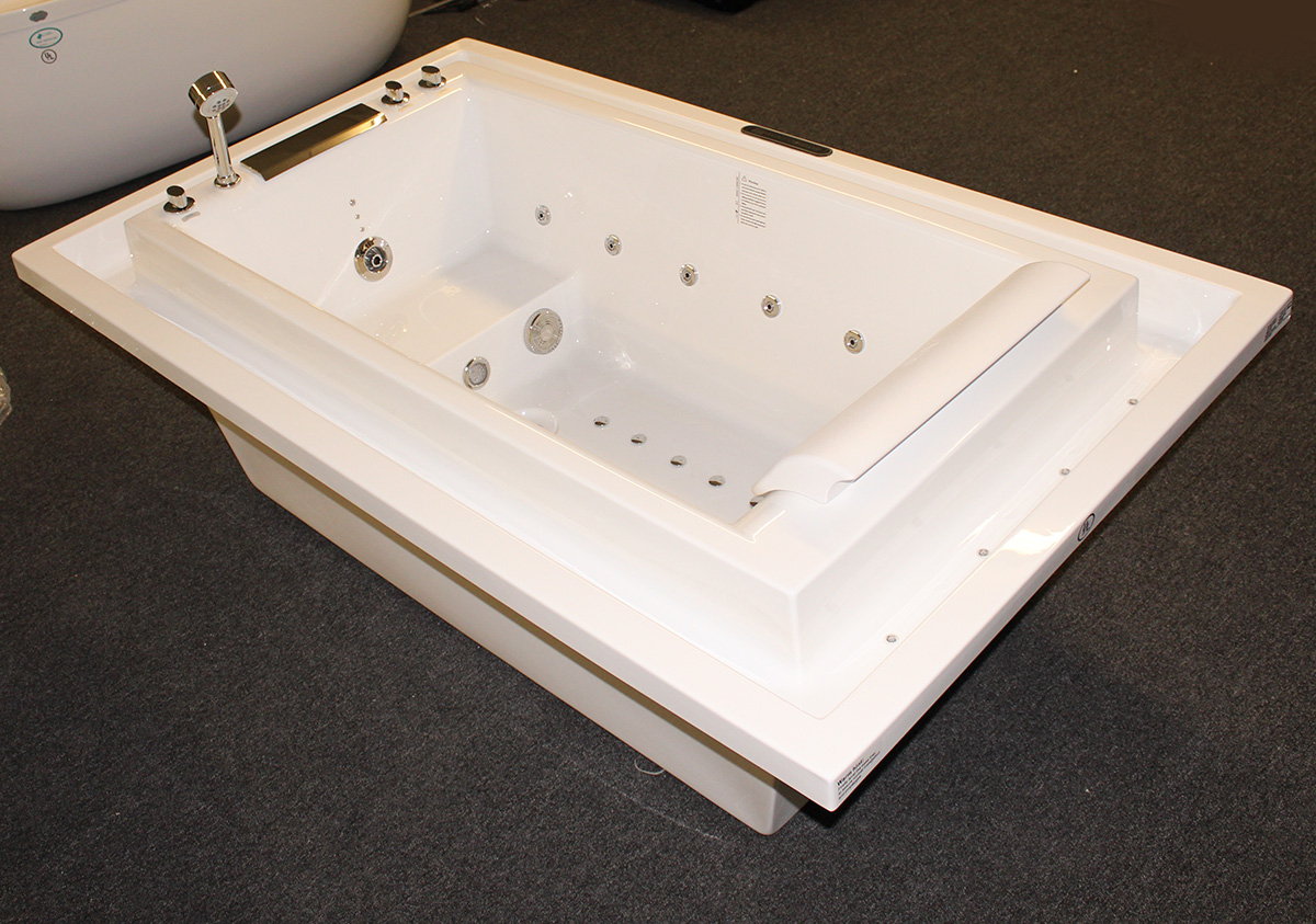 Deluxe Hydromassage JETTED BATHTUB.Whirlpool .  M1910-D - Image 1