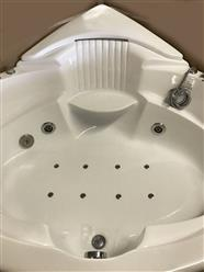 Corner JETTED BATHTUB,Hydromassage,Whirlpool,Air Bubble & waterfall. M3015 - Image 6